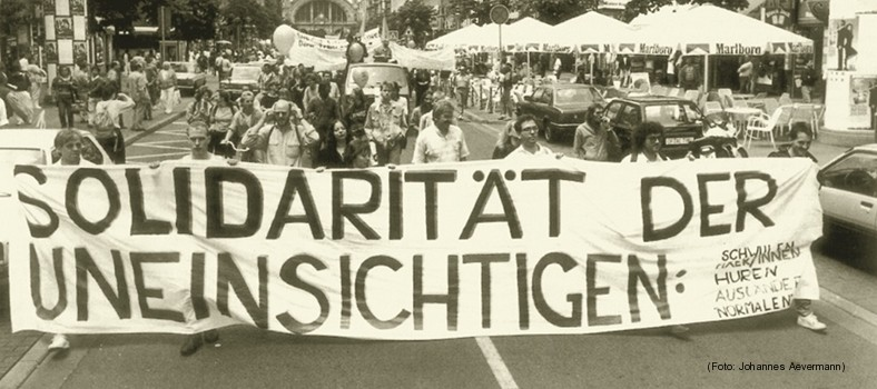 Rezension zu Die Kapsel; Bild: Demonstration in Frankfurt/Main am 9. Juli 1988