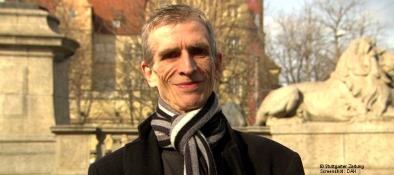 """Roland Baur in einem Video der Stuttgarter Zeitung anlässlich seiner Ernennung zum """"Stuttgarter des Jahres"""" (Foto: Stuttgarter Zeitung   Screenshot: DAH)"""