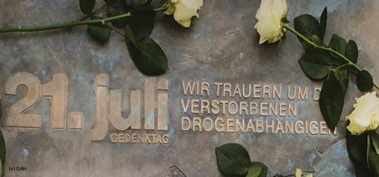 Plakette 21. Juli Wir trauern um die verstorbenen Drogenabhängigen