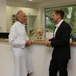 Prof. Norbert Brockmeyer (li.) vom Katholischen Klinikum Bochum und Arne Keyser von der Bochumer Aidshilfe