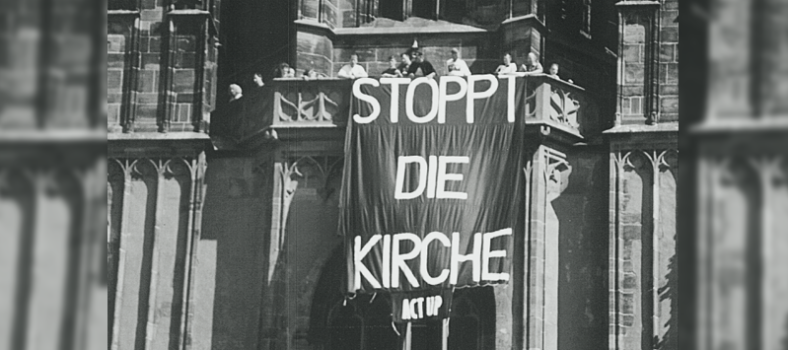 Banner an Kirche