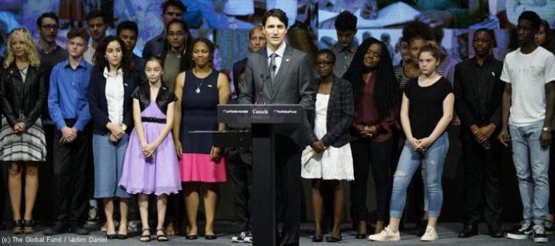 Der kanadische Ministerpräsident Trudeau mit Jugendlichen