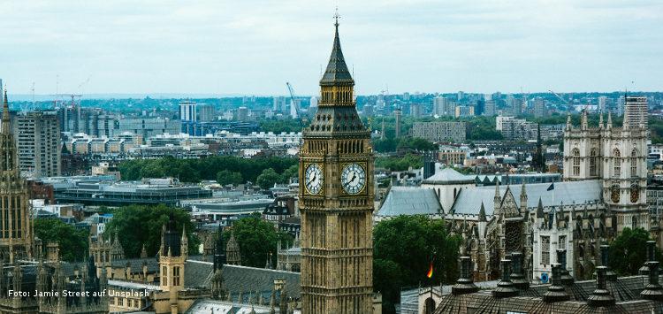 Skyline von London, im Vordergrund der Turm Big Ben