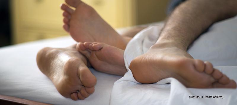 Ein Paar hat Sex im Bett