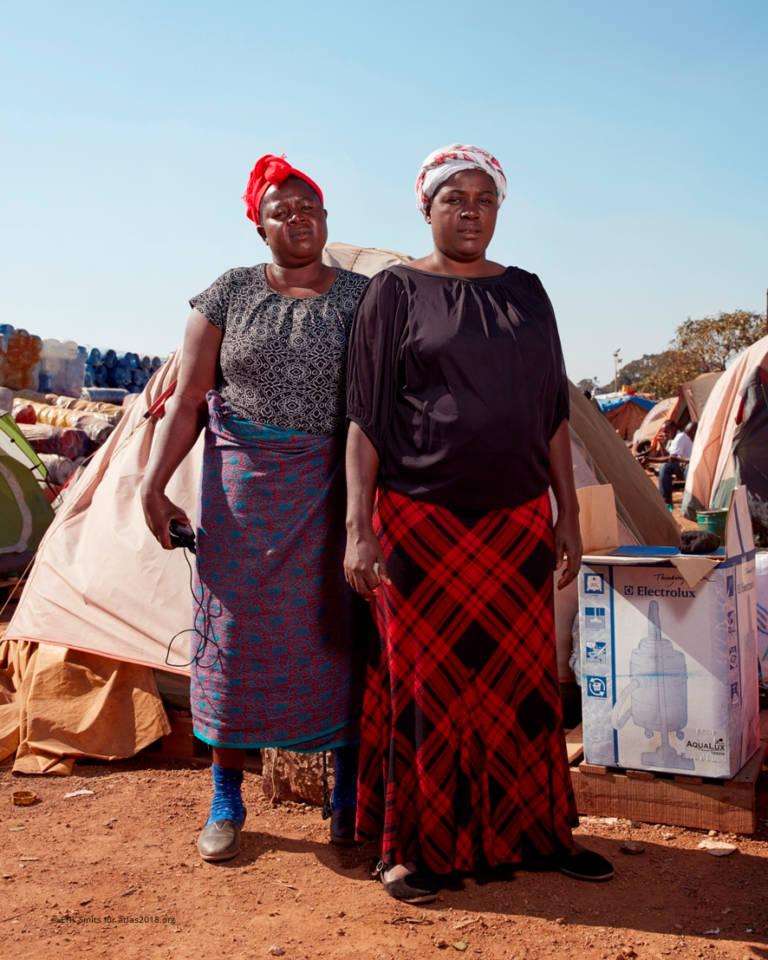 Frauen am Truck Stop Pomono