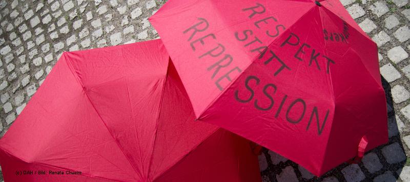 Rote Regenschirme sind Symbole des Kampfes von Sexarbeiter_innen