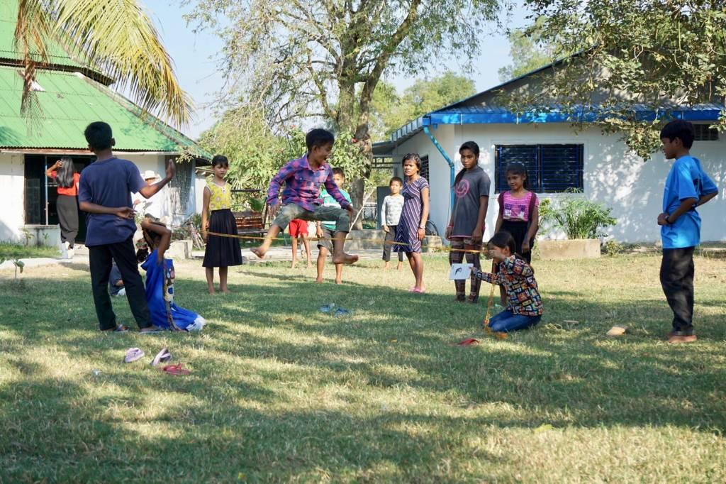 Kinder, die in der Kindergemeinschaft Wat Opot leben